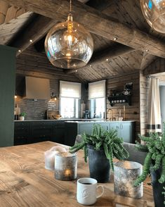 Modern Rustic Homes, Cabin Kitchens, Kitchen Cabinet Colors, Awesome Bedrooms, Cabin Homes, Decoration, Room Decor, House Design, Interior Design