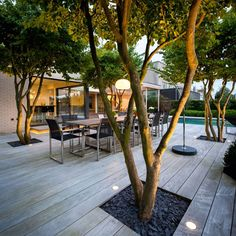 Om man har markspots i trädäck SKA DE LYSA MOT NÅGOT! Ljus ska möta en yta!! Utmärkt med träd och buskar inbyggt i trädäck. DeltaLight-LOGIC-003
