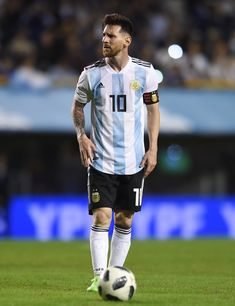 Lionel Messi Photos - Lionel Messi of Argentina sets up for a free kick during an international friendly match between Argentina and Haiti at Alberto J. Armando Stadium on May 29, 2018 in Buenos Aires, Argentina. - Lionel Messi Photos - 11 of 11386