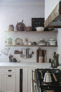 Mooi keukengerei is een prachtig plaatje. Waarom in de keukenla bewaren?   piet klerkx