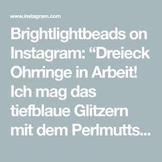 "Brightlightbeads on Instagram: ""Dreieck Ohrringe in Arbeit!  Ich mag das tiefblaue Glitzern mit dem Perlmuttschimmer! 💙  Triangular Earrings in progress!  I love how the…"" Beaded Jewelry, Instagram, Deep Blue, Triangles, Pearl Decorations, Ear Piercings, Bead Jewelry, Pearl Jewelry"