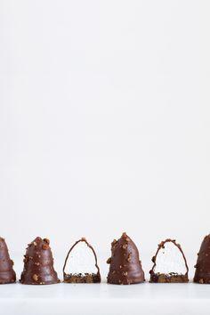 Krem peciva s dno kolačića - Maja Vase Bite Size Desserts, No Bake Desserts, Dessert Recipes, Sweet Cookies, Sweet Treats, Cream Bun, Chocolate Shells, Vanilla Cream, Chocolate Factory