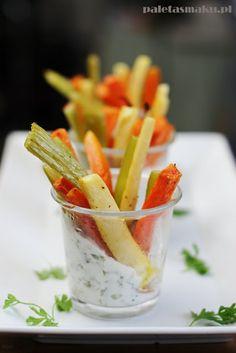 Paleta Smaku: Warzywne frytki z piekarnika + dip chrzanowy z piklami Dips, Food, Sauces, Essen, Dip, Meals, Yemek, Eten