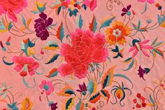 LOT 565 CHINESE EXPORT SILK EMBROIDERED SHAWL, 1920s. - whitakerauction