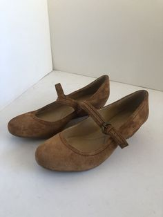 3d76175fd93 Naturalizer Women s N5 Comfort Brown Suede Slip On Buckle Strap SIZE 7.5 W