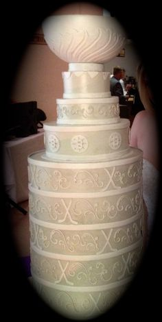I really like the detail work here ... not your typical Stanley Cup wedding cake!!  #hockeywedding