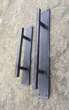 This is an extra heavy , durable door pull. Ideal for barn doors or rustic decor. Hand hammered steel handle and back plate. Made 100% by hand in our small Vermont blacksmith shop.   Four 3/16 holes are predrilled. Comes with 1 black screws for mounting.  Back plate is 12 long, 2 wide and 1/4 thick. Handle is 10 long and made with 5/8 square stock steel which is then hammered. The back plate is also heated and hammered by hand.  Photo is of a 12 and 16 handle side by side  Also available in…