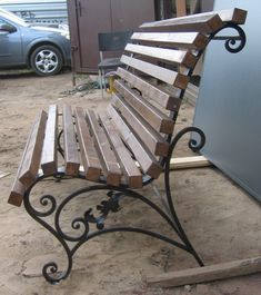 Кованая скамейка с деревянными рейками СК-03