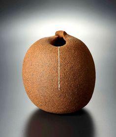 Vaso de cerâmica, de Tomita Hiroyuki