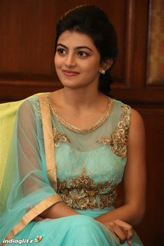 Kayal anandhi For more gallery images install flico app Beautiful Girl Indian, Most Beautiful Indian Actress, Beautiful Actresses, Indian Photoshoot, Saree Photoshoot, Red Haired Actresses, Indian Actresses, Tamil Girls, Tamil Actress Photos