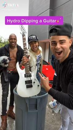 Best Acoustic Guitar, Acoustic Music, Guitar Art, Guitar Songs, Cool Guitar, Ukulele, Rap Song Lyrics, Rap Songs, Cool Music Videos