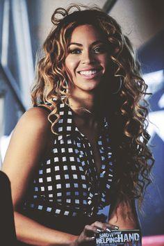 Beyonce nevers skips her facials! She absolutely GLOWS! Estilo Beyonce, Beyonce Style, Beyonce Body, Beyonce Makeup, Beyonce Knowles Carter, Beyonce And Jay Z, My Black Is Beautiful, Beautiful People, Beautiful Women