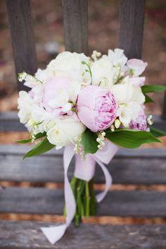 #bouquet  Wedding Design + Planning: Lovely Little Details - lovelylittledetails.com Photography: Jessica Burke Photography - jessicaburke.com/  Read More: http://www.stylemepretty.com/2011/07/14/napa-valley-wedding-by-jessica-burke-photography-lovely-little-details/