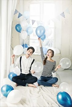 stripe t-shirts and white shirt and jeans in Korea pre wedding photo shoot