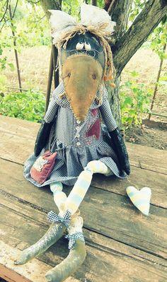A sweet crow! Textile Sculpture, Soft Sculpture, Textile Art, Cute Teddy Bears, Creation Couture, Fabric Birds, Crochet Bear, Bear Doll, Sewing Toys