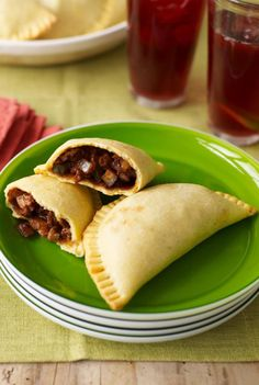 Quick Recipes & Kitchen Tips: chicken mole empanadas Chicken Empanadas, Empanadas Recipe, Quick Recipes, Cooking Recipes, Supper Recipes, Delicious Recipes, Beef Recipes, Taupe, Extra Recipe