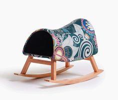 Banco Sela. Design by Studio Renata Moura