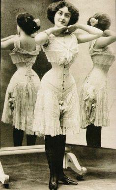 Victorian Women, Edwardian Era, Edwardian Fashion, Victorian Era, Vintage Fashion, Victorian Corset, Edwardian Dress, Vintage Beauty, Nylons