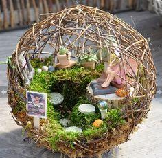 Miniature Garden Ideas - Marvellous Awesome 99 Magical and Best Plants Diy Fairy Garden Ideas - Garden Design Fairy Crafts, Garden Crafts, Garden Projects, Diy Projects, Mini Fairy Garden, Fairy Garden Houses, Fairy Gardening, Garden Bed, Micro Garden