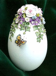 Decorated Egg by Marlien Brouns-Niederlande Easter Egg Crafts, Easter Eggs, Ostern Wallpaper, Easter Egg Designs, Diy Ostern, Faberge Eggs, Easter Printables, Egg Art, Egg Decorating