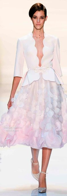 Sexy but elegant City Hall, Courthouse wedding look Georges Hobeika Spring 2014 Couture Couture Fashion, Runway Fashion, High Fashion, Fashion Show, Fashion Design, Lesage, Georges Hobeika, Couture Collection, Couture Dresses