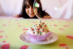 Bubbles' Project! Making and eating cupcakes by Honey Pie!