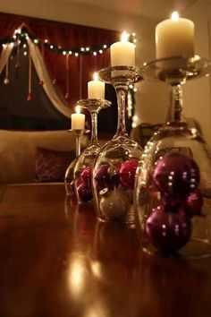 {Xmas Decorations} Wine glasses with candles & baubles #Christmas #xmas #centrepiece #decorations