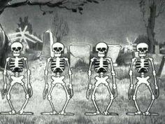 Classic!   The Skeleton Dance - A dança dos esqueletos - Walt Disney - 1929 - might show this at a Halloween party