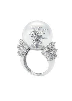 Boucheron Hotel de la Lumiere Perles d'Eclat ring in white gold, set with a rock crystal bubble and white diamonds.