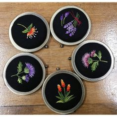 This Pin was discovered by Pra Embroidery Patterns Free, Embroidery Needles, Embroidery Jewelry, Silk Ribbon Embroidery, Hand Embroidery Patterns, Cross Stitch Embroidery, Embroidery Techniques, Needlework, Creations