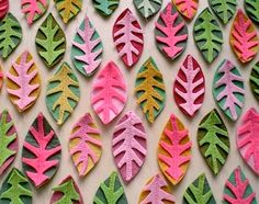Felt Leaves - felt then applique Felt Flowers, Diy Flowers, Fabric Flowers, Felt Crafts, Diy And Crafts, Arts And Crafts, Fabric Art, Fabric Crafts, Felt Leaves