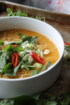 Spicy Thai Curry Noodle Soup by Heather Christo- Quick and easy dinner idea! Asian Recipes, Healthy Recipes, Ethnic Recipes, Nigella, Soup Recipes, Cooking Recipes, Noodle Recipes, Curry Noodles, Rice Noodles