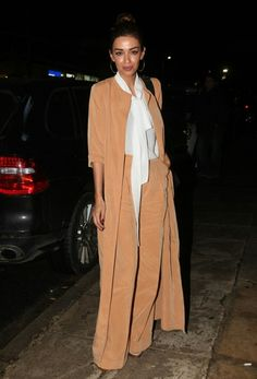 Looks of the day Archive - Instyle GR My Girl, Duster Coat, Celebrities, Jackets, Clothes, Outfits, Greek, Style, Flowers