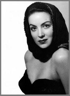Maria Felix  (8 Abril 1914 - 8 Abril 2002) fue una actriz mexicana. Fue uno de los símbolos del cine mexicano en su época de oro y uno de los grandes mitos del cine de habla hispana, se le conoció internacionalmente por el sobrenombre de «La Doña» y, en Francia, como «La Mexicana»