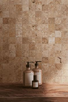 Dans les tonalités de beige, parsemée de petites aspérités propre à la pierre naturelle, Tiber est inspiré du Travertin, une pierre très utilisée par les romains. Bathroom Inspo, Sweet Home, House, Home Decor, Dreams, Travertine, Interiors, Travertine Bathroom, Beige Bathroom