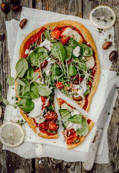 Der ultimative, knusprige Pizzaboden aus Quinoa! [+ Rezept für Spinat-Pizza mit Cashew-Cream & geschmorten Tomaten] - 0% Gluten, Mehl & Weizen - Justine kept calm & went vegan