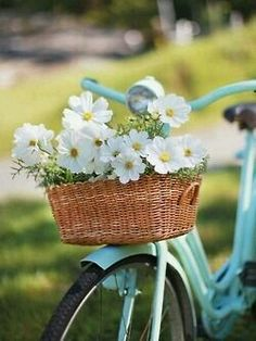 """Daisy bike """"today feels like a cottage kind of day"""" Image Zen, Daisy, Bicycle Basket, Bike Baskets, Old Bikes, Vintage Bicycles, Flower Arrangements, Beautiful Flowers, Beautiful Things"""