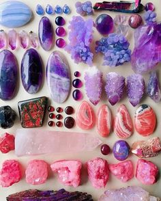 Juicy Gems 💜 How many of these can you name? Minerals And Gemstones, Crystals Minerals, Rocks And Minerals, Stones And Crystals, Natural Crystals, Crystal Magic, Crystal Grid, Crystal Room, Amethyst Crystal