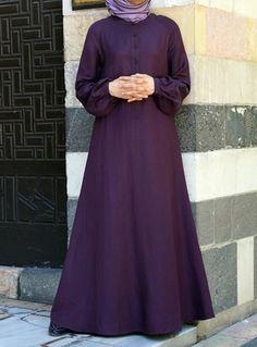 Abaya is full body covering attire for Muslim women. Islamic Fashion, Muslim Fashion, Modest Fashion, Fashion Outfits, Ladies Fashion, Modele Hijab, Mode Simple, Abaya Designs, Islamic Clothing