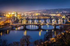 La República Checa atesora el primer documento escrito de la existencia de la cerveza, que data del año 1088. Esta ruta desde la romántica Praga hasta Pilsen, Capital Cultural Europea 2015, recorre sus principales centros de producción y degustación, así como modernos Spas... de cerveza.