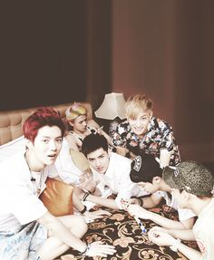 Luhan, Kris, Tao, Chanyeol, Chen(?), and then there's Sehun in the back being such a social butterfly xP