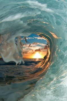 Joli coucher de soleil More Informations About Clark Little Makes Waves in Surf Photography Pin You