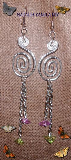 Pendientes / aros artesanales de alambre de aluminio y alpaca con cuentas facetadas y escallas . aros aretes pendientes caravanas . Handmade wire earrings