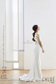 korea prewedding boda studio 2017 new sample Bridal Poses, Bridal Shoot, Bridal Portraits, Pre Wedding Photoshoot, Wedding Pics, Wedding Styles, Korean Wedding Photography, Bride Photography, Korean Bride