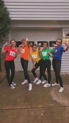 Best Halloween Costumes for BFFs in 2019 so that you Celebrate your Friendship l. , Best Halloween Costumes for BFFs in 2019 so that you Celebrate your Friendship l. Best Halloween Costumes for BFFs in 2019 so that you Celebrate you. Cute Group Halloween Costumes, Last Minute Halloween Costumes, Halloween Halloween, Team Costumes, Vsco Girl Halloween Costume, Halloween Parties, Group Costumes For Girls, Cute Best Friend Costumes, Cute Teen Costumes