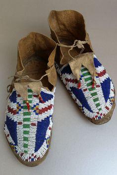 Antique Sioux (Lakota/Dakota) Beaded Moccasins; ca 1890-1910; classic design