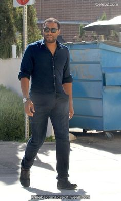 Chiwetel Ejiofor In sunglass out and about in Beverly Hills http://icelebz.com/events/chiwetel_ejiofor_in_sunglass_out_and_about_in_beverly_hills/photo1.html
