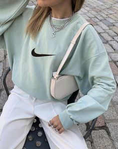 Idée de tenue - Streetwear - Nike Sweat - Outfit - The Effective Pictures We Offer You About diy face mask A quality picture can tell you many things - Cute Casual Outfits, Retro Outfits, Vintage Outfits, Summer Outfits, Urban Style Outfits, Hipster Outfits, Fashion Vintage, Aesthetic Fashion, Aesthetic Clothes