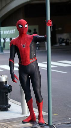 Marvel Drawing Tom Holland Dons Spider-Man Far From Home's costume while Filming with Zendaya in NYC Amazing Spiderman, Mafex Spiderman, Spiderman Suits, Spiderman Costume, Marvel Dc, Marvel Memes, Marvel Comics, Spider Men, Tom Holland Peter Parker
