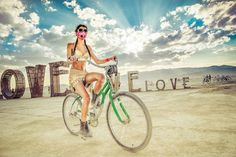 art festival photography - Burning Man is immortalized in an art festival photography series that makes it look like something straight out of a 'Mad Max' movie. Mad Max, Web Design Trends, Techno, Burning Man 2014, Man Page, Hdr Photography, Bicycle Girl, Bike Style, My Favorite Image